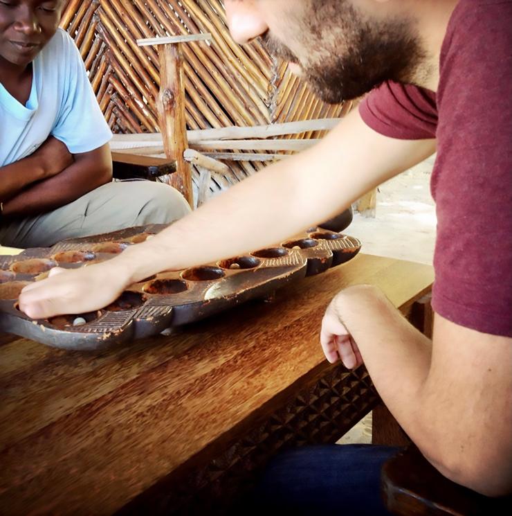 Christoph Dabiri will das normale Leben, hier in Tansania, kennenlernen. Touristenhochburgen meidet er.